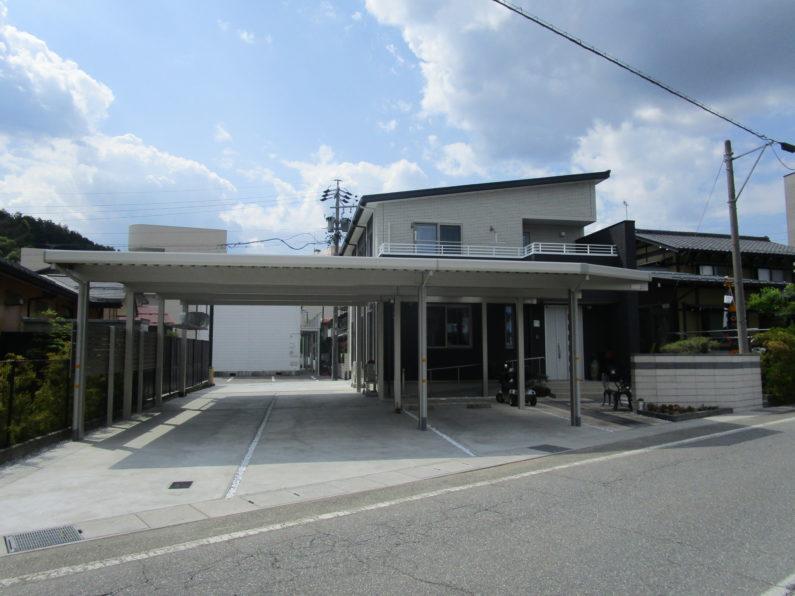高山市:カーポート(アルミ折板 5台用+アプローチ 大型連棟 屋根加工)