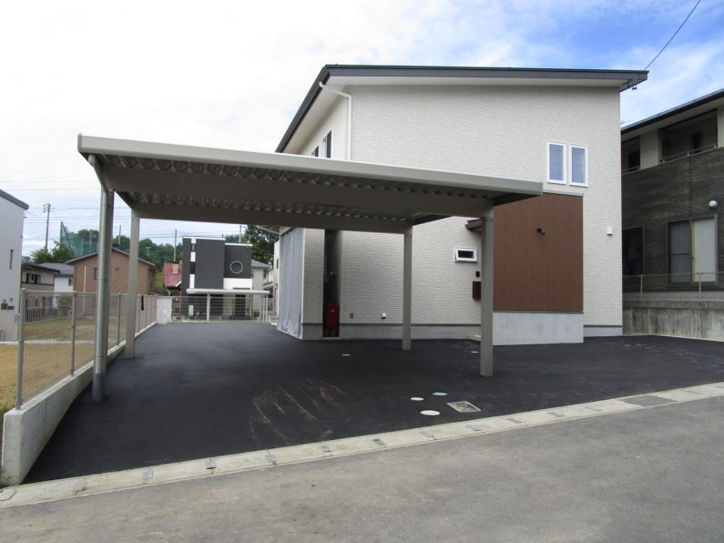 高山市:カーポート(アルミ折板 2台用)アスファルト舗装