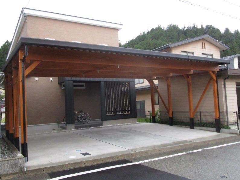 高山市:木製カーポート(3台用 ハイルーフ)